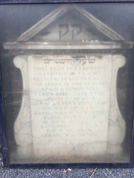 Novo Cemetery, London - Earlier Signage